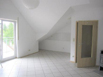ARNOLD-IMMOBILIEN: Tolle Dachgeschosswohnung mit Kaminofen