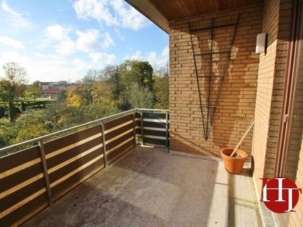 Großzügige Wohnung in zentraler Lage mit Balkon!