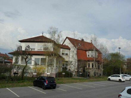 Großes Wohnhaus mit gewerblich nutzbarem Anbau im Herzen von Kronach
