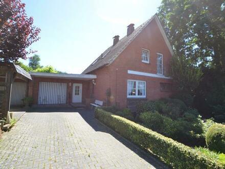 Südmoslesfehn: Einfamilienhaus mit Doppelgarage, Teilkeller und Wintergarten auf wunderschönem Gartengrundstück