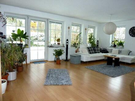 Attraktive Wohnung mit Terrasse, Garten, Garage und Stellplatz. Es ist zum VERLIEBEN schön!