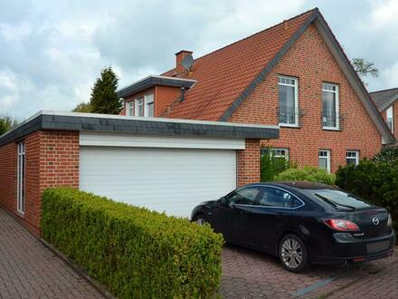 Attraktives großes Einfamilienhaus mit Doppelgarage auf großem Grundstück in Syke-Gödestorf