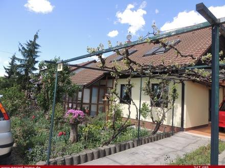 Sehr ansprechendes 1-2 Familienhaus in bester Ortsrandlage von Walddorf!