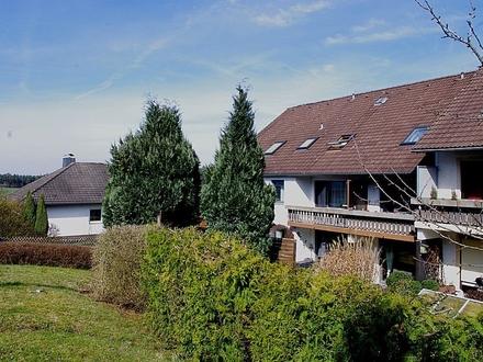 Gemütliche 2-Zimmer-Dachgeschosswohnung mit Einbauküche in Ahorn-OT