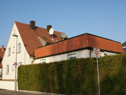 Zum Wohlfühlen: Gepflegtes Wohnanwesen mit Garten und Garage