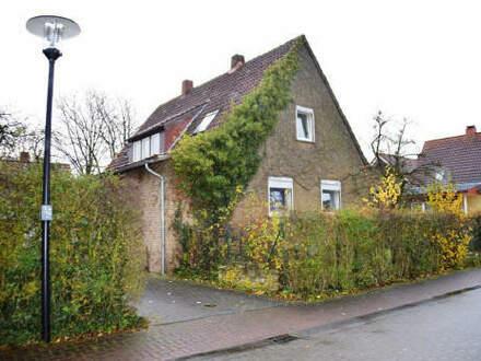 Ein- bis Zweifamilienhaus auf großem Eigentumsgrundstück