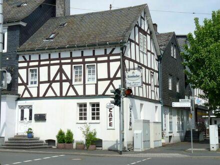 Traditionsreiches Wohn- und Geschäftshaus im Zentrum von Neunkirchen