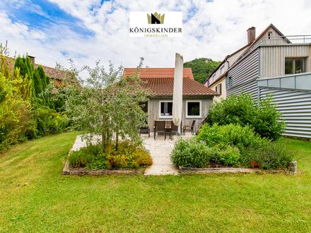 freistehendes Einfamilienhaus, renoviert, Grundstück in Randlage, 4-fach Garage, schnell frei