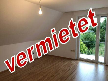 Renoviert - Zentrumsnah - Über 2 Etagen: Schöne 3 Zimmer-Mietwohnung mit Balkon in Herford!