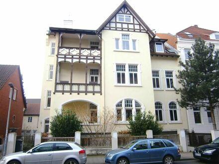 METEOR IMMOBILIEN : Stilvoll modernisiert, mit zwei Balkonen und Gartenbenutzung...