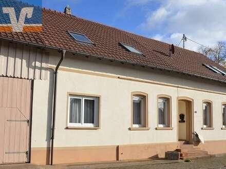 Großzügiges Einfamilienhaus mit großer Scheune