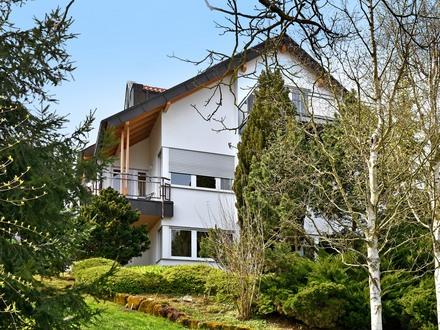 Panoramablick! Freistehendes Wohnhaus mit tollem Gartenbereich