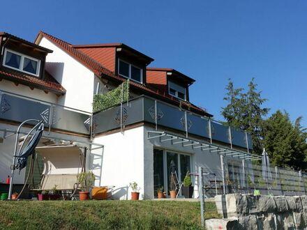 1 7 5 qm wie HAUS im HAUS auf 2 Etagen + große SONNEN- TERRASSE + Spielgarten + 2 KfZ Plätze
