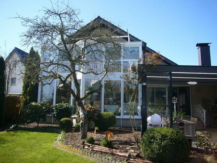 Modernisiert, naturnah, TOP-gepflegt mit Gartenparadies und Obstwiese!