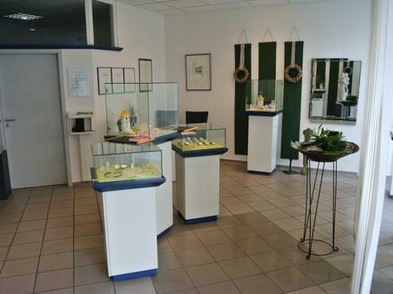 modernes Ladenlokal mit Büro und Werkstatt
