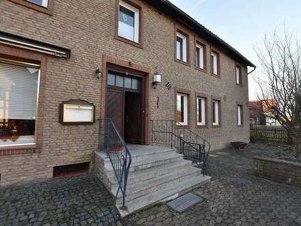 Gepflegtes, ehemaliges Gasthaus/Fleischerei mit 2 Wohneinheiten, 3 Garagen und einem Nebengebäude...