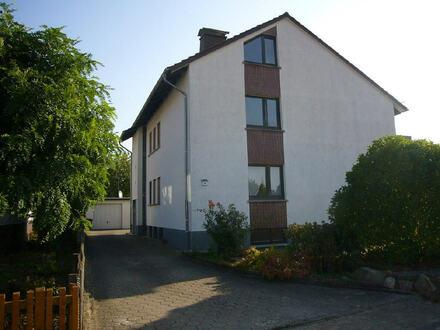 Zwei-/Dreifamilienhaus mit großem Grundstück!