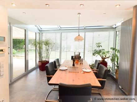 Wohnen wie im eigenen Haus - Top 6 Zi.-Maisonette mit Wintergarten und Teich