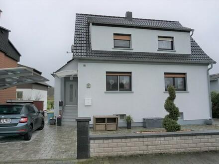 ARNOLD-IMMOBILIEN: Gemütliches Haus auf kleinem Grund in ruhiger Feldrandlage