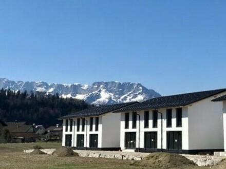 Traumhafte Bergkulisse in Adnet: Neubau Reihenhaus