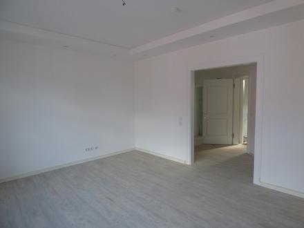 Frisch sanierte Altbauwohnung im Erdgeschoss