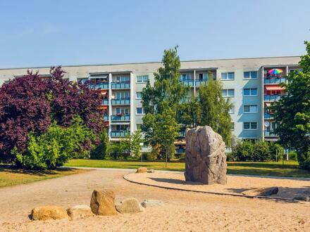 Hoch hinaus!! Schicke 3-Zimmerwohnung mit Balkon // Tageslichtbad + Dusche // Laminat