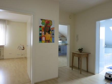 Teilmöblierte 3-ZKB-Dachgeschoss-Wohnung im 3-Fam.-Haus.