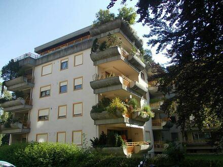 *Gemütliche, großzügige 2 Zim.-Wohnung in ruhiger Stadtlage, mit Blick ins Grüne, neue EBK und sofort beziehbar, nähe Klinikum/Zentrum*