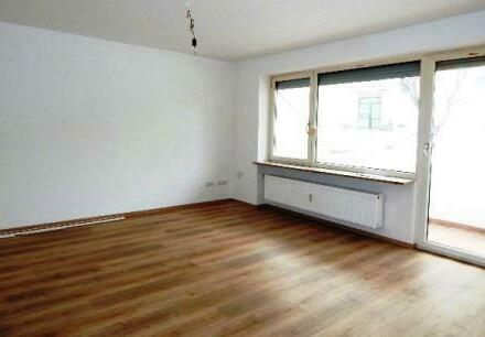 Erstbezug nach umfangreicher Renovierung: Schöne 4 Zimmer Wohnung mit Balkon und Garage in Passau - Neustift zu vermieten!