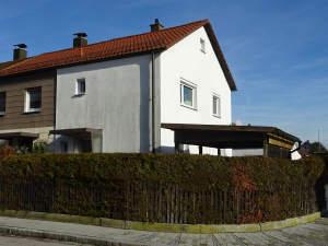 Kleines Haus für die kleine Familie: Saniertes Reiheneckhaus mit Garage