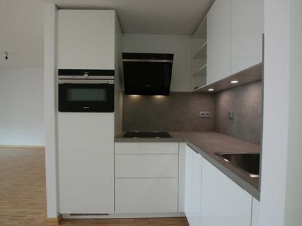 Helle 1-Zimmer-Wohnung mit Wintergarten und Einbauküche