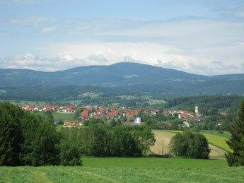 Idylle pur: Fernblick auf Gemeinde Außernzell