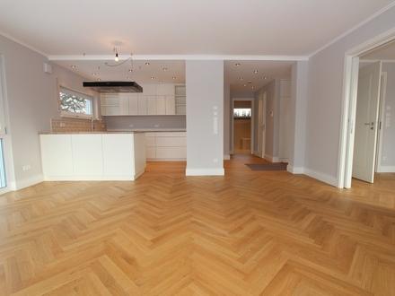 Individuelle, exklusiv ausgestattete 3-Zimmer-Wohnung mit großer Terrasse und kleinem Gartenanteil