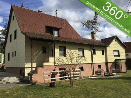 Solides 2-Familienhaus mit großem Grundstück!