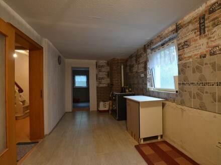 1 bis 2 Familienhaus mit Garage, Stellplatz und Nutzfläche zum handwerken