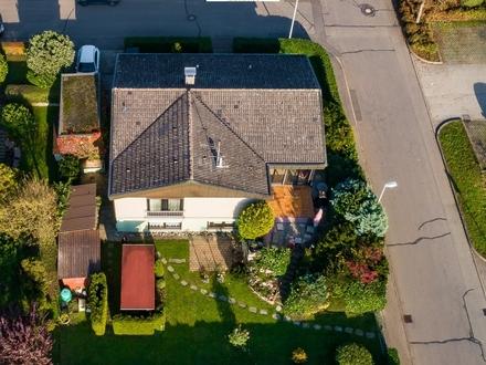 Herrliches Einfamilienhaus m. Einliegerwohnung, Garage,Werkstatt und wundervollem Garten in Bestlage