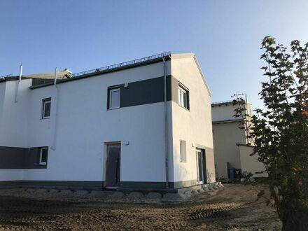 *Neubau- Erstbezug* - Geräumige Doppelhaushälfte in Weiden