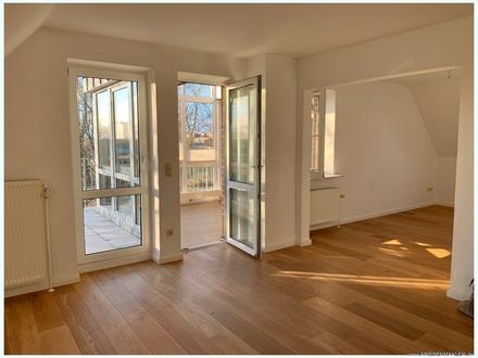 HUSUM HAFENNÄHE: Attraktive ETW mit Aufzug, Wintergarten, Dachterrasse, Carport und Ausbaupotential