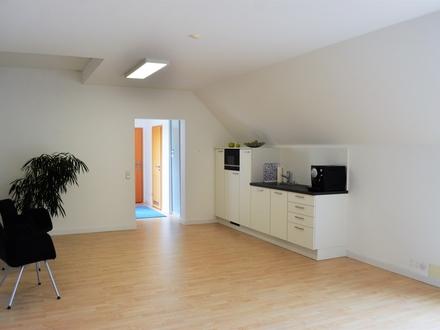 Top zentrale Lage in Neusäß - attraktive und großzügige Büro-/ Praxisräume mit Dachterrasse