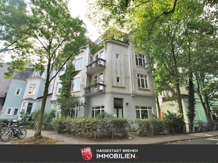 Peterswerder / Helle Altbauwohnung mit zwei Balkonen und großer Dachterrasse