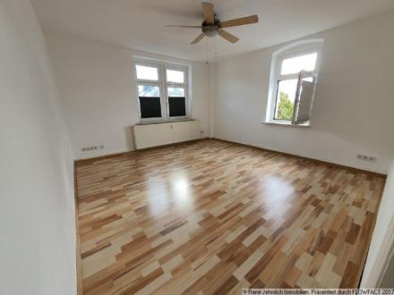 Schöne 2 Raum Wohnung mit Einbauküche