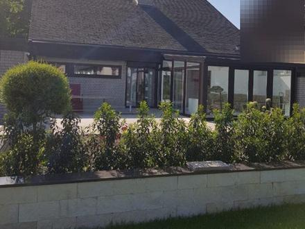 Endlich ein Eigenheim, aber nicht ohne die Familie? Architektenhaus mit Einliegerwohnung!