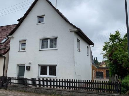 Sofort beziehbares, kleines älteres Wohnhaus mit Carport in Unterdeufstetten