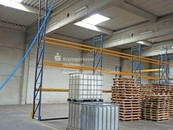 Produktionshalle mit Bürotrakt