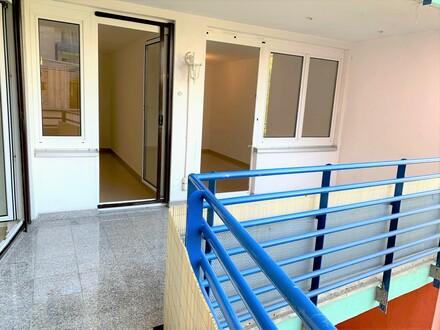 Helle, gemütliche 3 Zimmer, Terrasse , Komplettküche, Bestzustand