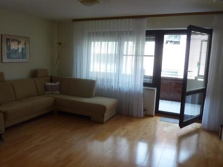 Leerstehende 2 Zimmer-Wohnung mit großem Balkon und Garage