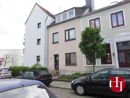 Schmuckstück in zentraler Lage – gemütliches Dachgeschoss sucht ruhigen Bewohner