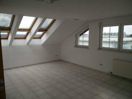 schöne Dachgeschoßwohnung