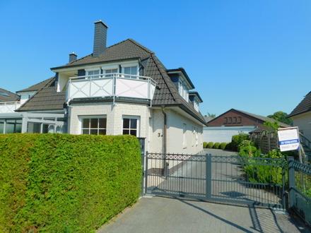 BAD ZWISCHENAHN: Zwei helle Eigentumswohnungen in einer Doppelhaushälfte in zentraler Lage, Obj.4756
