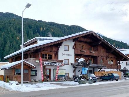 Dachgeschoss-Ferienwohnung mit 2 Balkonen im schönen Tirol am Tuxer Gletscher
